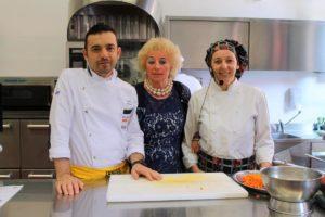 La preside Roberta Monti ,lo chef Liborio Trotta e la cuoca Simonetta Bardella